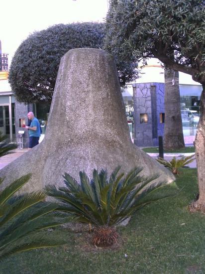 Tetrapode sur une place de Puerto Bagnus PICT0009
