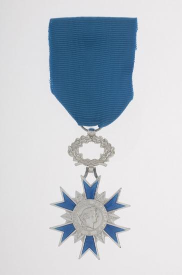 1 croix de chevalier de l ordre national du merite