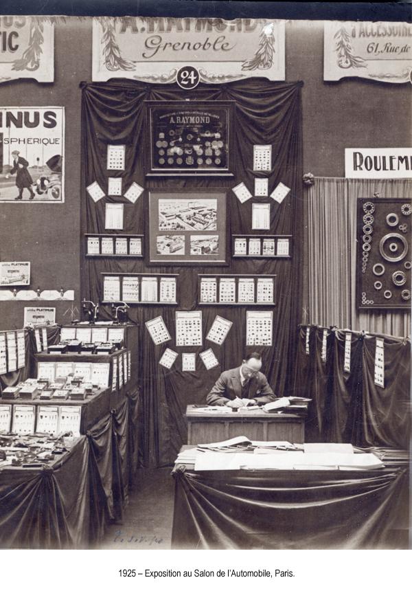 1925 expo boutons au salon d l auto