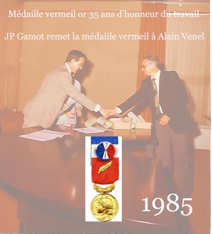 1985 remise de la medaille vermeil or par mr gamot