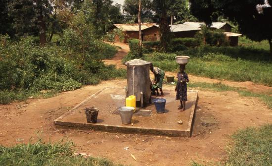 1993 cameroun borne fontaine