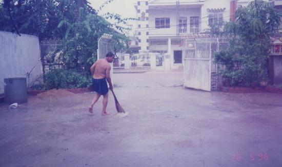 1996 phnom penh inondation 26 mai bureau