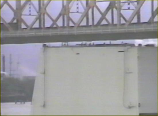 3 la barge sous le pont de baton rouge 2