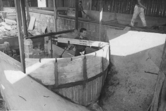 8 paul clavaud travaille sur maquette du barrage du gour noir en 1941