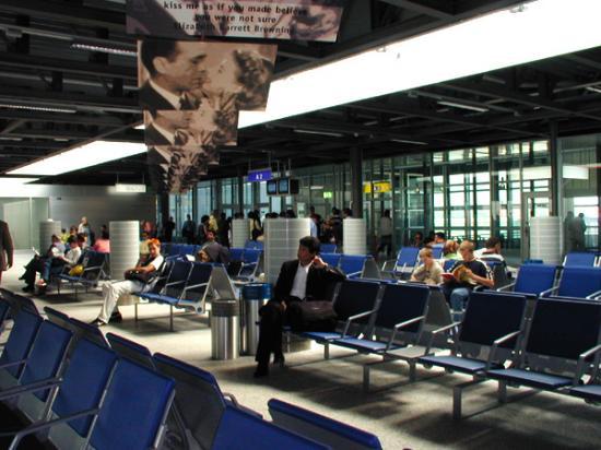 aeroporthall3.jpg