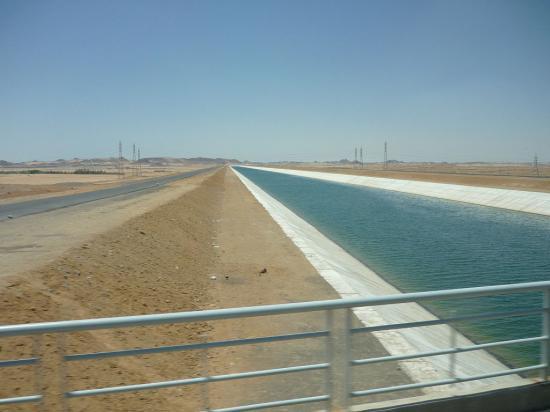 Canal sheikh zayed dans le desert de libye