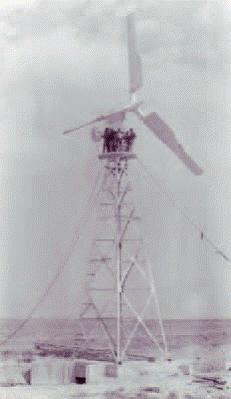 eolienne-saintes-marie-de-la-mer-1956-4.png
