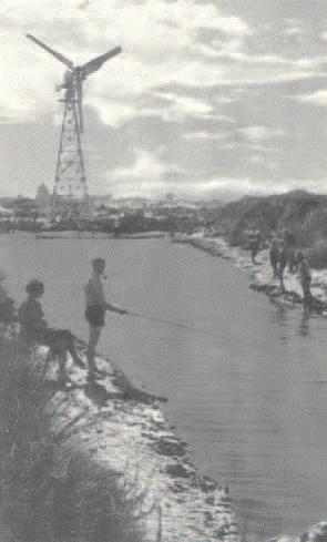 eolienne-saintes-marie-de-la-mer-1956-6.png