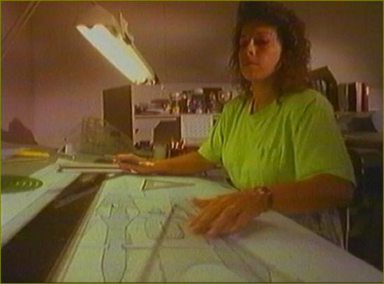 Film 3 le titre 6 femme table dessin